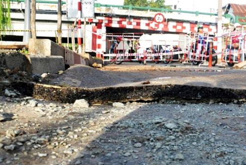 Sau hai tiếng nổ lớn, mặt đường ở Sài Gòn bị xới tung - 5