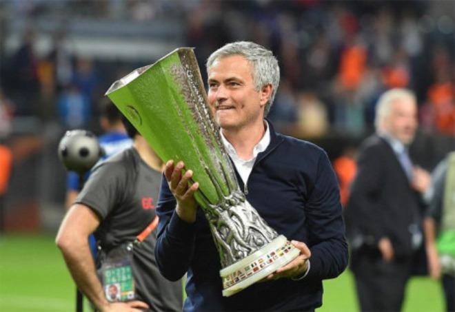 """MU vô địch Europa League, trở lại cúp C1: Top 4 là muỗi với """"ăn ba"""" - 2"""