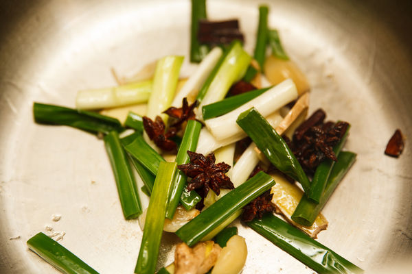 Chân giò hầm đậu phộng béo bùi, thơm nức cho bữa cơm chiều - 3