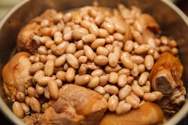 Chân giò hầm đậu phộng béo bùi, thơm nức cho bữa cơm chiều - 4
