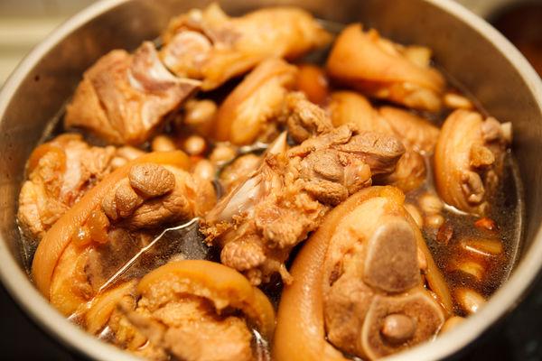 Chân giò hầm đậu phộng béo bùi, thơm nức cho bữa cơm chiều - 5