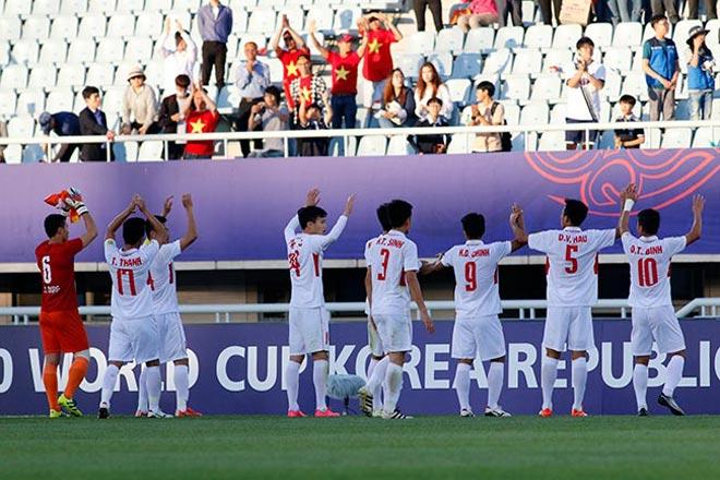 Thiếu nữ Hàn xinh tươi cổ vũ U20 Việt Nam đến phút cuối - 10