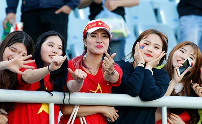 Thiếu nữ Hàn xinh tươi cổ vũ U20 Việt Nam đến phút cuối - 12
