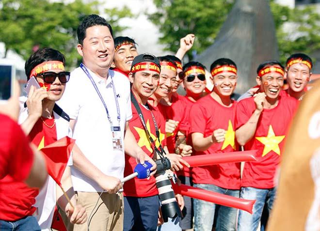 Thiếu nữ Hàn xinh tươi cổ vũ U20 Việt Nam đến phút cuối - 2