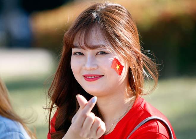 Thiếu nữ Hàn xinh tươi cổ vũ U20 Việt Nam đến phút cuối - 5