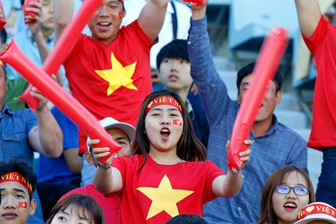 Thiếu nữ Hàn xinh tươi cổ vũ U20 Việt Nam đến phút cuối - 9