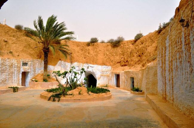 """""""Trốn nóng"""" trong những ngôi nhà ẩn mình dưới mặt đất ở Tunisia - 1"""