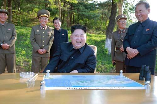Muốn bắn tới Mỹ, tên lửa hạt nhân Triều Tiên phải nhờ TQ? - 2