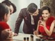 Bức xúc vì vợ thích tụ tập, khoác vai bạn khác giới