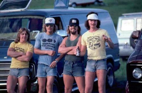 Khó tin đàn ông thập niên 70 đã từng... mặc quần 5cm - 4