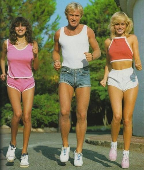 Khó tin đàn ông thập niên 70 đã từng... mặc quần 5cm - 3