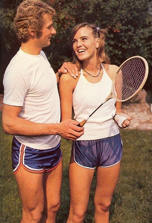 Khó tin đàn ông thập niên 70 đã từng... mặc quần 5cm - 7