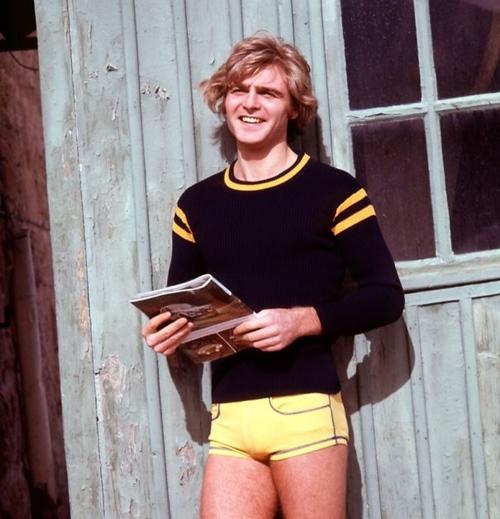 Khó tin đàn ông thập niên 70 đã từng... mặc quần 5cm - 5