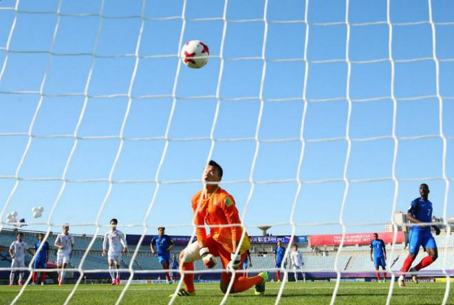 Thua đậm U20 Pháp, thủ môn U20 Việt Nam vẫn được báo Tây khen - 2