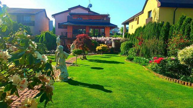 Ngắm khu vườn đẹp như thiên đường của mẹ Việt ở Séc - 12