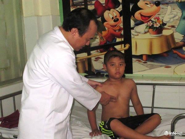 Cẩn trọng với bệnh lõm ngực của trẻ, đặc biệt là trẻ trai - 1