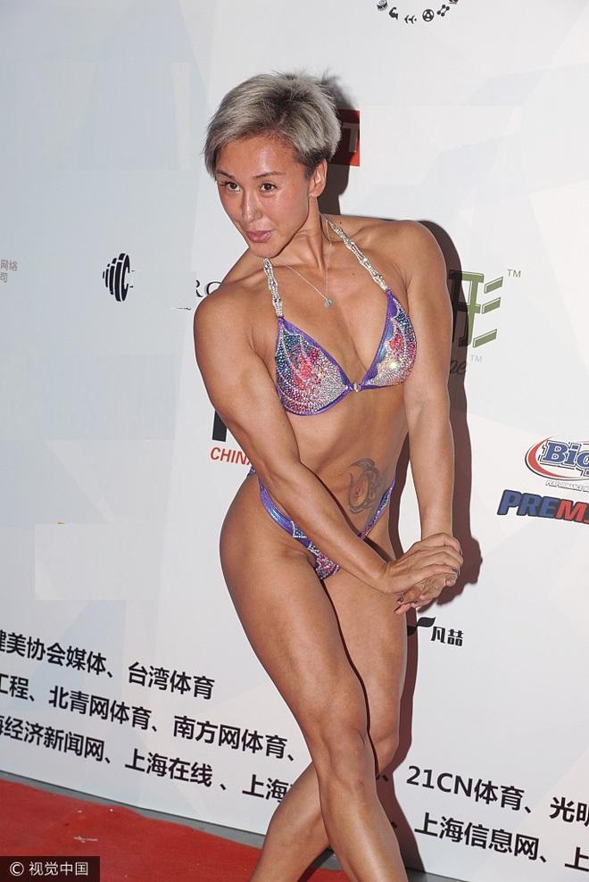 """Khán giả """"đứng hình"""" vì thí sinh thể hình Thượng Hải quá sexy - 2"""