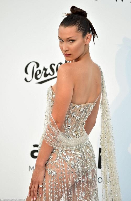 """Kiều nữ """"hot"""" nhất Hollywood mặc váy trong suốt gây sốc - 3"""