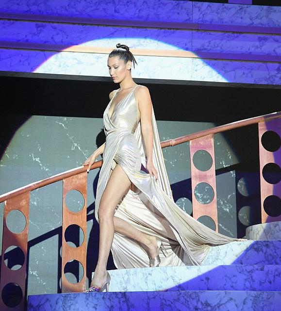 """Kiều nữ """"hot"""" nhất Hollywood mặc váy trong suốt gây sốc - 7"""