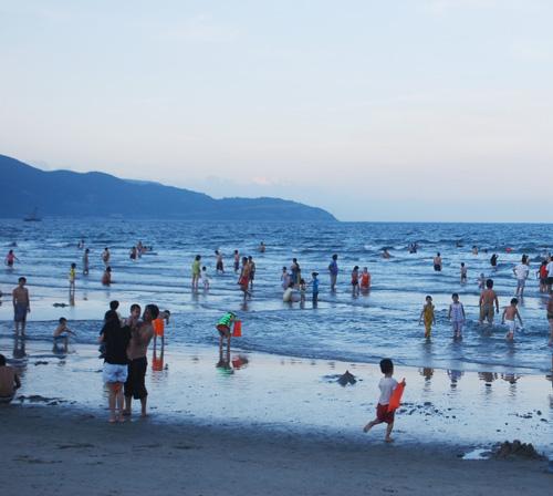 Đà Nẵng: Một du khách Hàn Quốc đuối nước khi tắm biển - 1