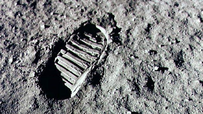 Ai sẽ bỏ ra hơn 90 tỷ đồng để mua túi bụi mặt trăng? - 3