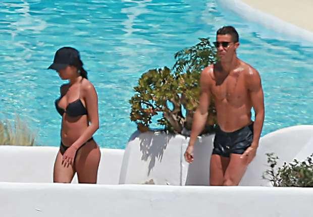 Ronaldo khoe bạn gái nóng bỏng kém 10 tuổi sau tuyên bố trốn thuế - 9