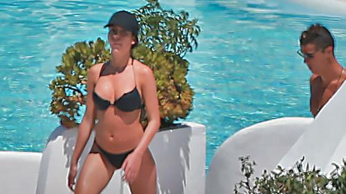 Ronaldo khoe bạn gái nóng bỏng kém 10 tuổi sau tuyên bố trốn thuế - 8