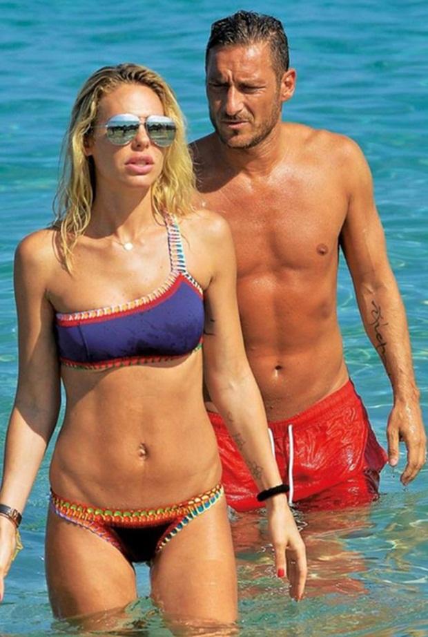 """Đã mắt ngắm bà xã """"Hoàng tử thành Rome"""" Francesco Totti - 6"""