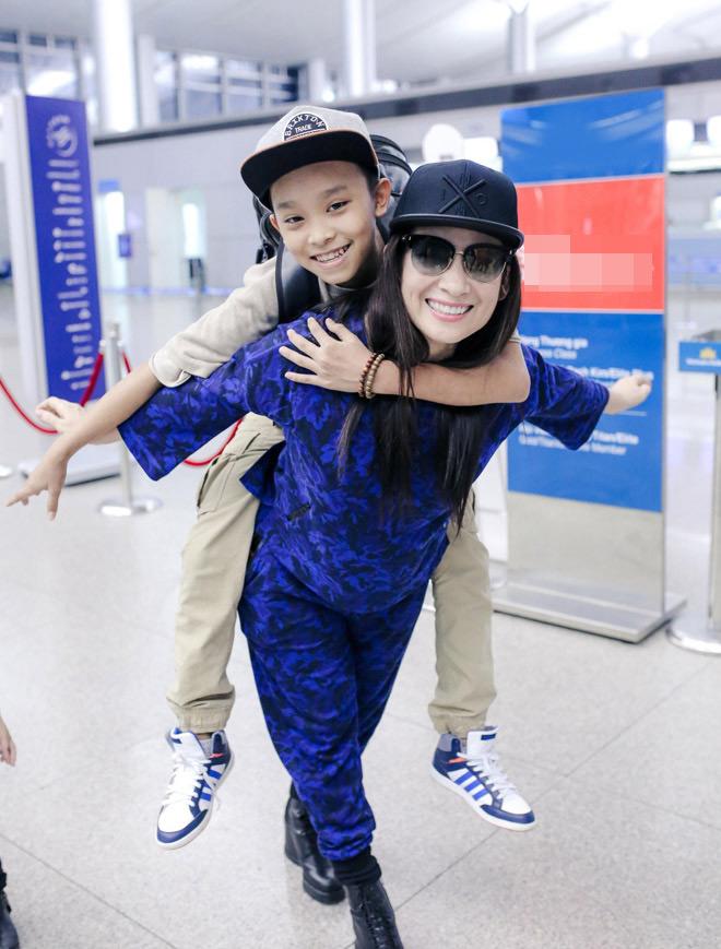"""Cuộc sống """"một bước lên tiên"""" của cậu bé được Phi Nhung nhận nuôi - 1"""