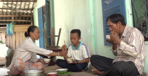 """Cuộc sống """"một bước lên tiên"""" của cậu bé được Phi Nhung nhận nuôi - 7"""