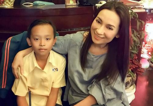 """Cuộc sống """"một bước lên tiên"""" của cậu bé được Phi Nhung nhận nuôi - 3"""