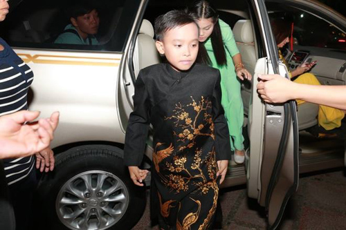 """Cuộc sống """"một bước lên tiên"""" của cậu bé được Phi Nhung nhận nuôi - 10"""