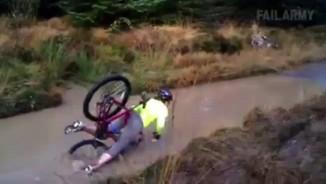 """Clip hài: """"Sấp mặt"""" khi thể hiện với xe đạp"""