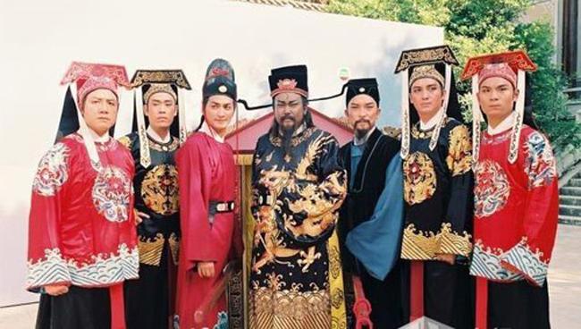 Dàn diễn viên chính của bộ phim Bao Thanh Thiên đã in dấu trong lòng khán giả nhiều thế hệ. Mỗi nghệ sĩ làm nên thành công của các thước phim kinh điển này nay đều đã đổi khác.