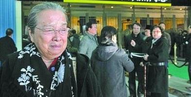 """""""Dung Ma Ma"""" tuổi 81 chật vật cảnh sống neo đơn, làm bạn với chó mèo hoang - 5"""