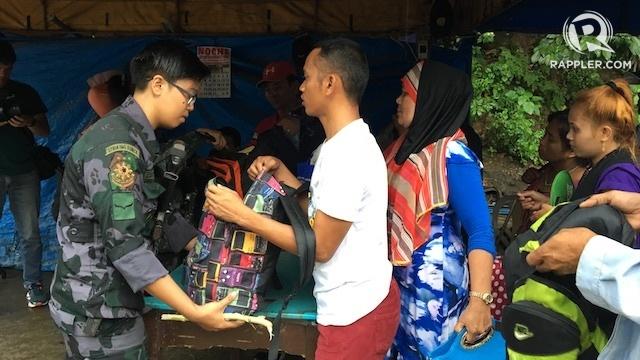 Đi bộ suốt 32km để chạy trốn khủng bố IS ở Philippines - 1
