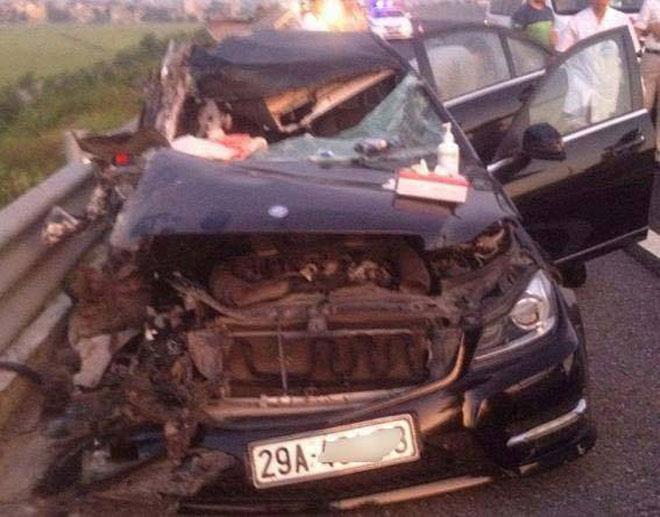 Va chạm giao thông trên cao tốc, 4 người thương vong - 1