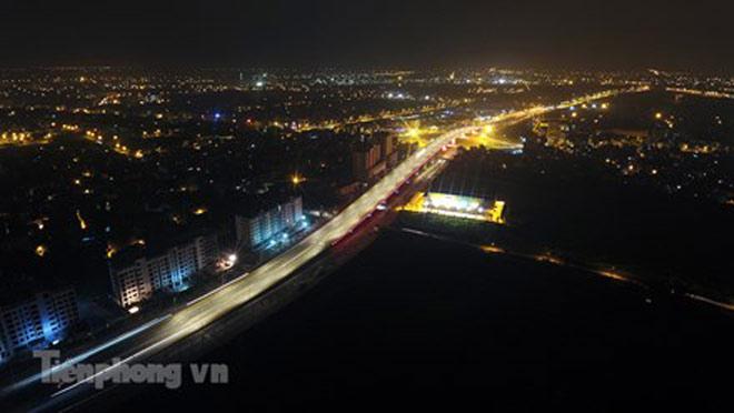 Cầu vượt gần 3.000 tỷ đồng tại Hà Nội lung linh về đêm - 1