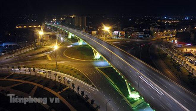 Cầu vượt gần 3.000 tỷ đồng tại Hà Nội lung linh về đêm - 2