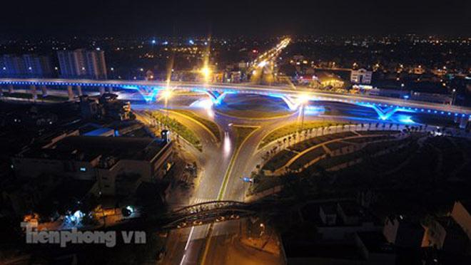 Cầu vượt gần 3.000 tỷ đồng tại Hà Nội lung linh về đêm - 3
