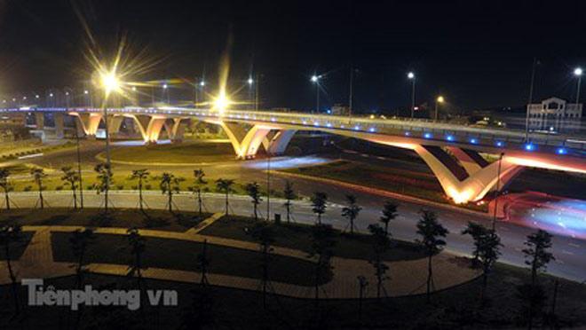 Cầu vượt gần 3.000 tỷ đồng tại Hà Nội lung linh về đêm - 4
