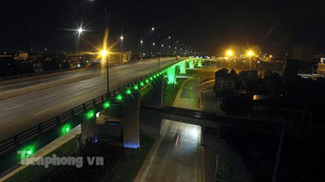 Cầu vượt gần 3.000 tỷ đồng tại Hà Nội lung linh về đêm - 11