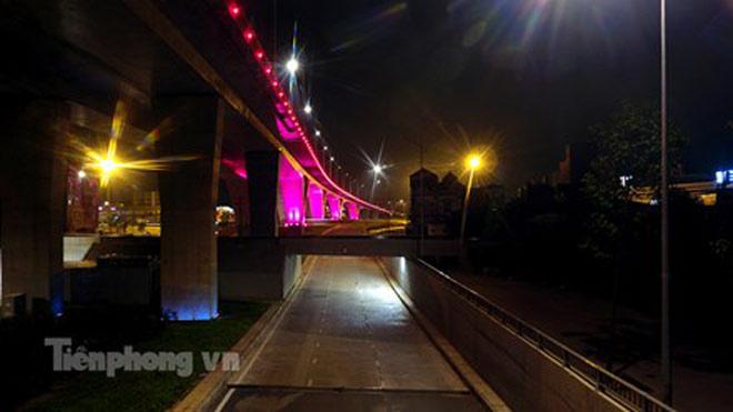 Cầu vượt gần 3.000 tỷ đồng tại Hà Nội lung linh về đêm - 12