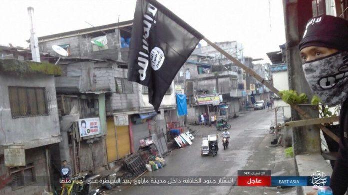 Video: Binh sĩ Philippines rút chạy hàng loạt vì xạ thủ IS - 2