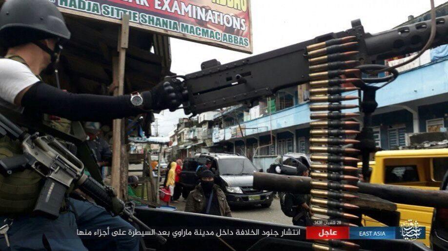 Video: Binh sĩ Philippines rút chạy hàng loạt vì xạ thủ IS - 3