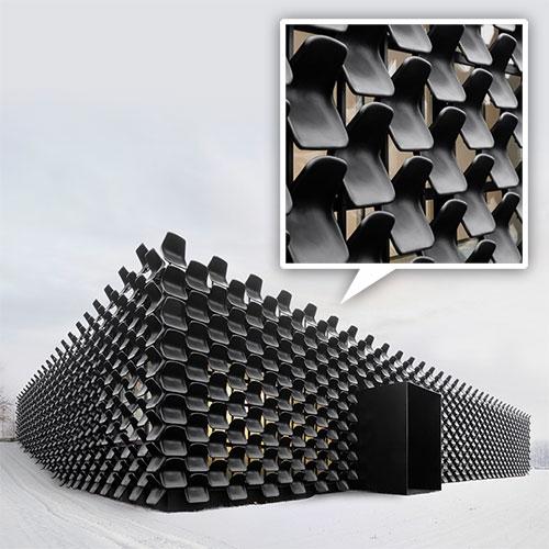 ĐỘC: Gắn 900 ghế nhựa để trang trí tường nhà - 4