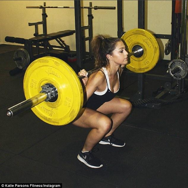"""""""Hot girl nghiện gym"""" kiếm hàng chục tỷ đồng ở tuổi 23 - 4"""