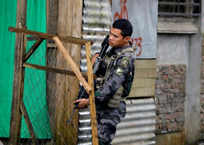 Philippines đem vũ khí hạng nặng đến giao chiến IS - 3