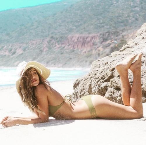 Sexy vô đối nhưng mẫu bikini này từng sợ nhất việc khoe vòng 1! - 5