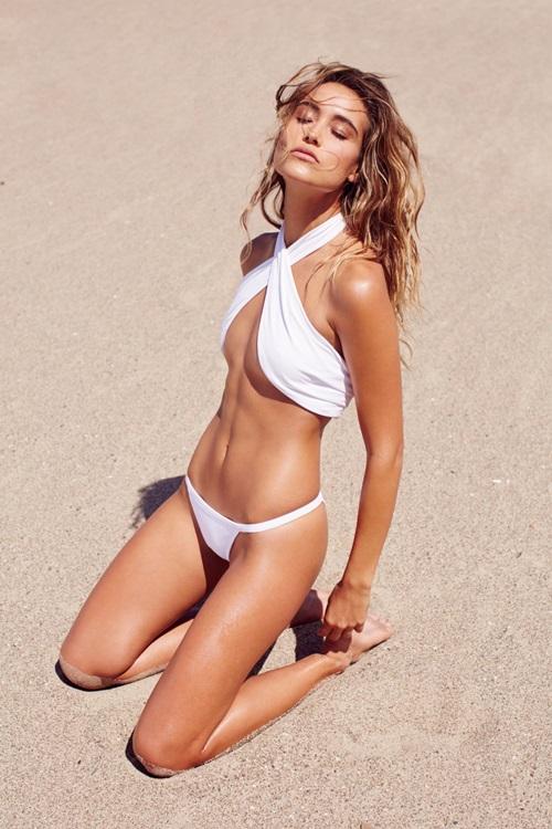 Sexy vô đối nhưng mẫu bikini này từng sợ nhất việc khoe vòng 1! - 2